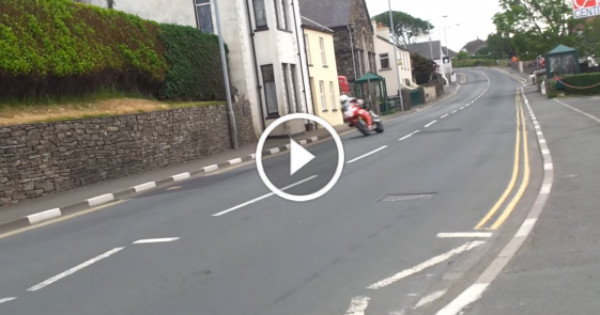 Bikes Passing +160 MPH Isle Of Man TT Race 6