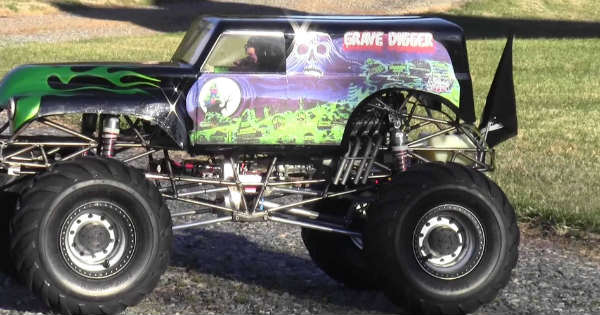 Gas Powered RC Grave Digger Truck 2
