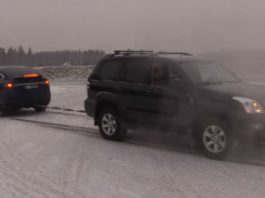Tesla Model X vs Toyota Land Cruiser - Tug Of War 1