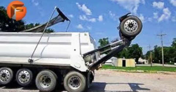 Trucks Like The Super Dump Have Extra Wheels Behind 1