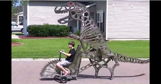Woodworker Makes Amazing Moving Dinosaur 1