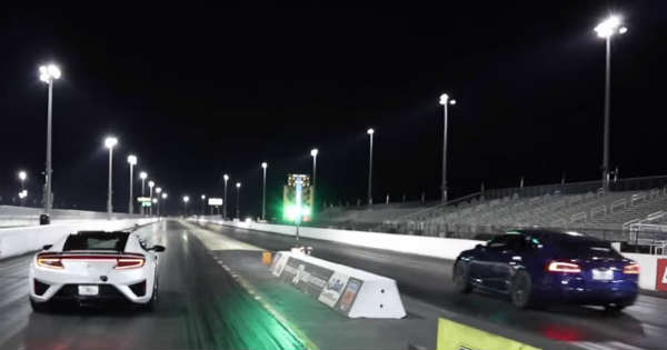 2017 Acura NSX vs TESLA Model S P100D Drag Race 1