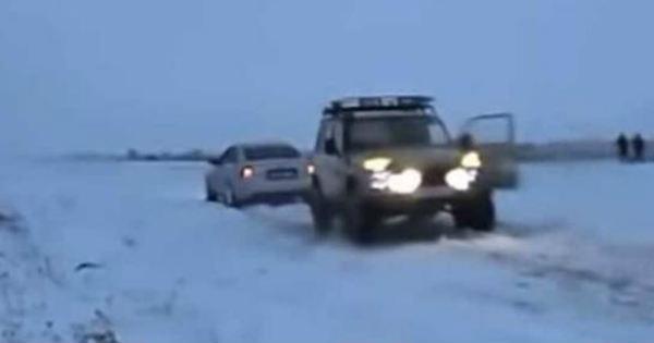 Lada Niva vs Audi S6 - Tug of War Battle 2