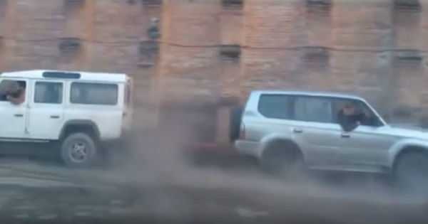 Land Rover Defender vs Toyota Prado Tug Of War 1