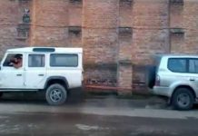 Land Rover Defender vs Toyota Prado Tug Of War 2