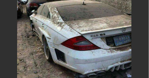 Take a look at these expensive abandoned cars in Dubai 1