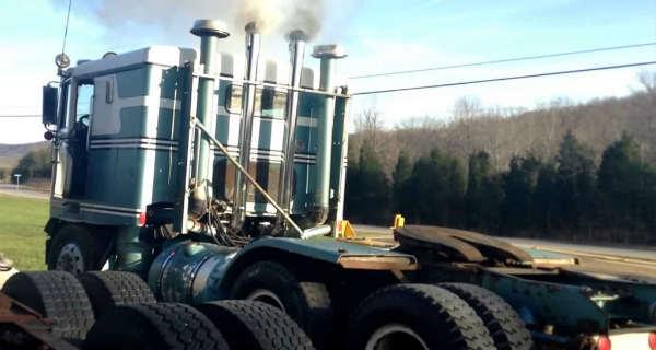 This Detroit Diesel 12v71 Sounds Like A Monster On A Cold Start Tire Burn