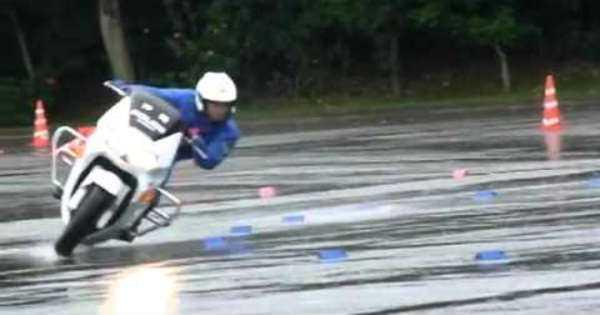 Wet Surface Skills Japanese Police Bikes 2