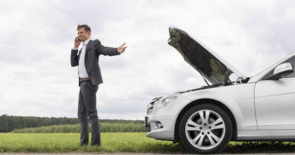 5 Steps to Handling the Situation What to Do When Your Car Breaks down in the Middle of the Road 1