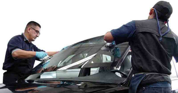 Choosing The Right Auto Windshield Replacement Company 1