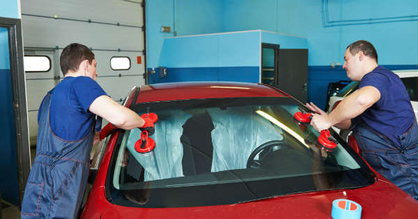 Get Autoglass Shop In Abbotsford That Repairs And Replaces Windshields 2