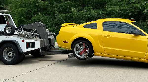Why you should call a towing company if your car has broken down 2